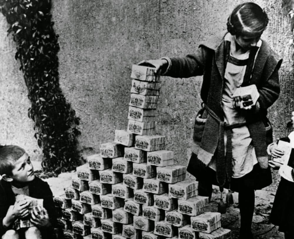 Hyperinflation in 1920s Germany - kids playing with money