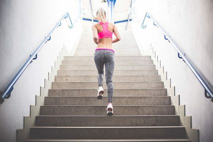 Stairs calorie calculator: woman jogging upstairs