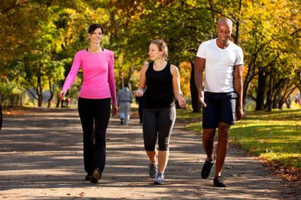 walking calorie calculator: a group of people walking in a park